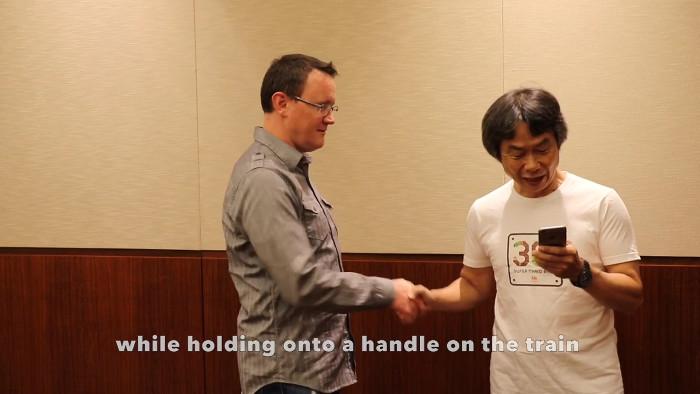 「スーパーマリオランはハンバーガーを食べながらでもプレイ出来る」を宮本茂氏が実演