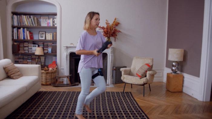 足にジョイコンを巻いている様子も映っているので、足の動きもジョイコンのモーションセンサーなどで測定
