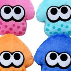 スプラトゥーン イカ クッションに、新色が登場。ピンク、ターコイズ、ブルー、パープル追加
