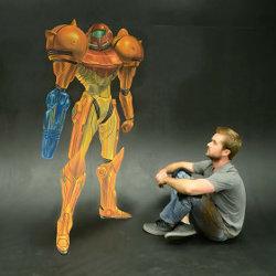 メトロイドのサムスをチョークで描いた作品がすごく立体的