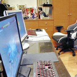 プロゲーマー井上涼太、固定給 月約25万円 賞金で研究。専門学校には問合せ殺到