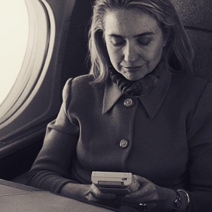 ゲームボーイでも遊んでいたヒラリー・クリントン、大統領選挙に敗北