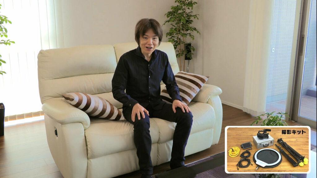 スマブラ桜井政博氏、自宅のニトリのソファーが話題。ステージ風にする人も