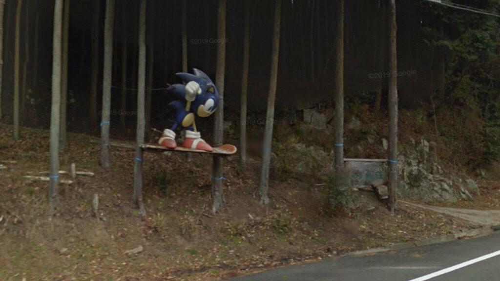 三重県伊賀市高尾のソニックのオブジェ、綺麗に修復されたと話題に